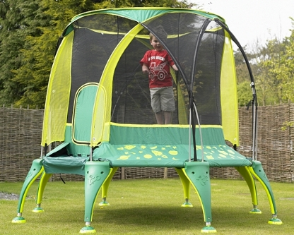 Kid's trampoline with safety net