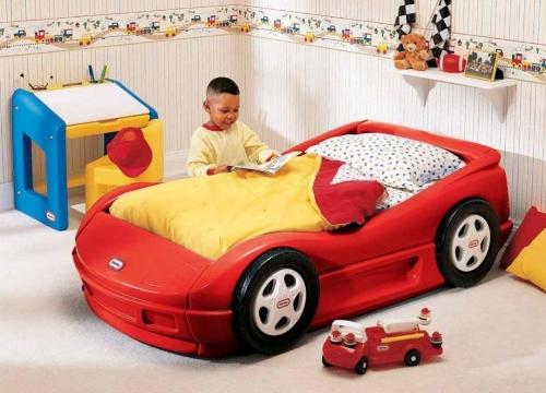 Boy's junior racing car bed