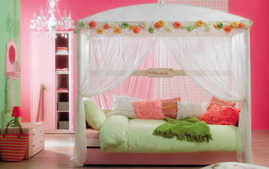 4-Poster-Bed