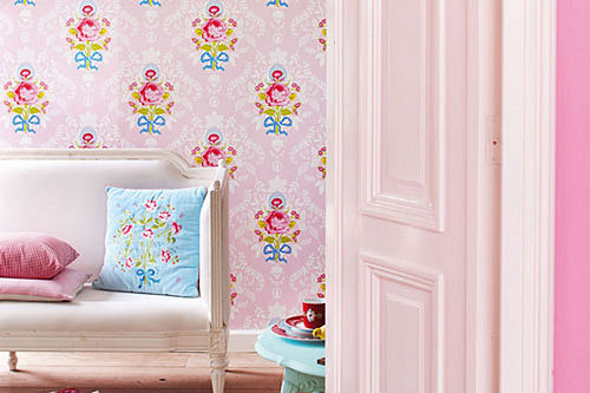 Classic floral shabby chic style wallpaper