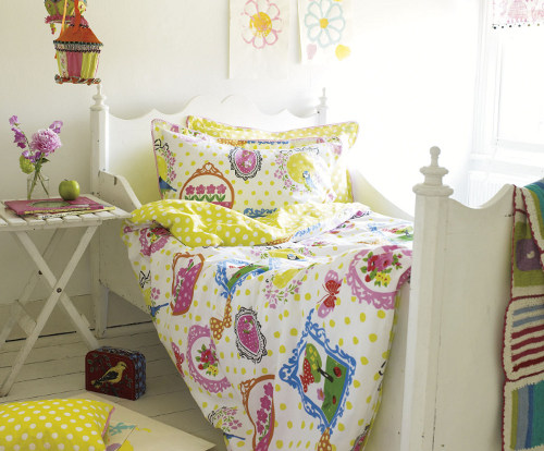 Girl's designer bedding set with Wonderland print