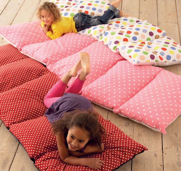 Kid's cushioned sleepover bag which folds up into a carry bag