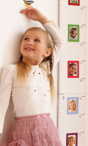 Children's height chart incorporating little photo frames