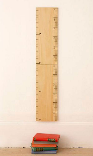 Kid's height chart modelled on a traditional school ruler