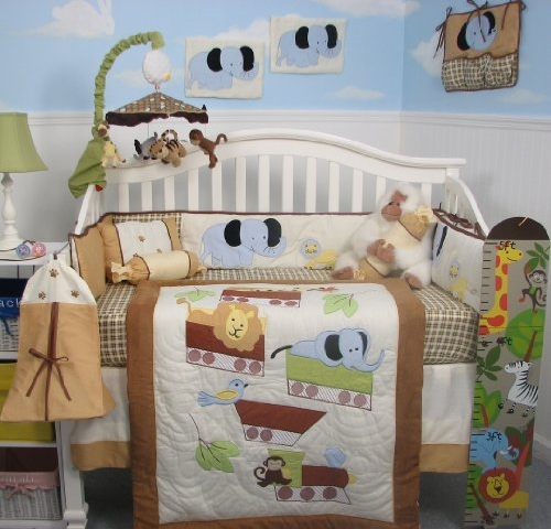 Nursery bedding set with circus animals design