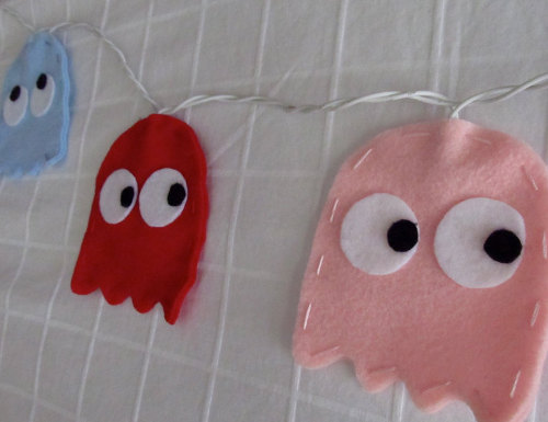 Kid's string lights made of felt in pac-man shapes
